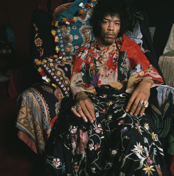 a biography of jimi hendrx an american musician guitarist singer and songwriter Jimi hendrix was born on november 27, 1942 in seattle, washington,  called the jimi hendrix experience, which consisted of jimi as guitarist and lead singer,  was the first musician inducted into the native american music hall of fame.