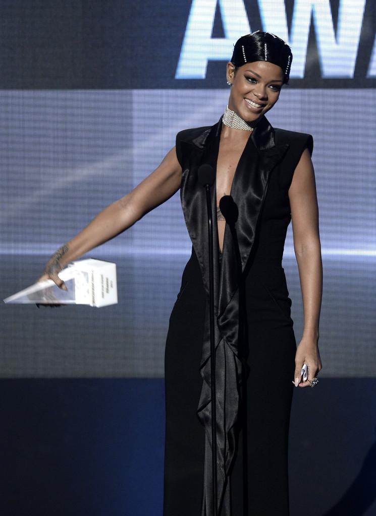 Rihanna+2013+American+Music+Awards+jean-paul-gaultier-spring-2001