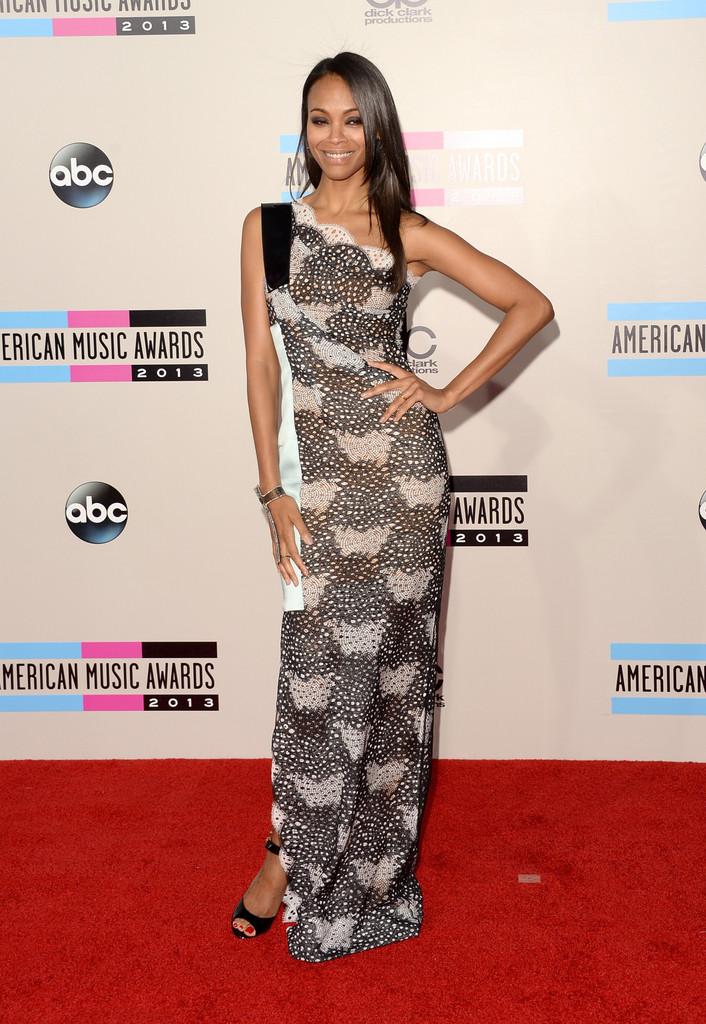 Zoe-Saldana-in-Roland-Mouret-2013-American-Music-Awards-AMAs-