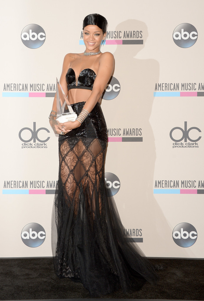 rihanna-american-music-awards-doobie-hairstyle