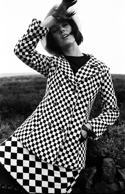 1960s fashion monochrome print