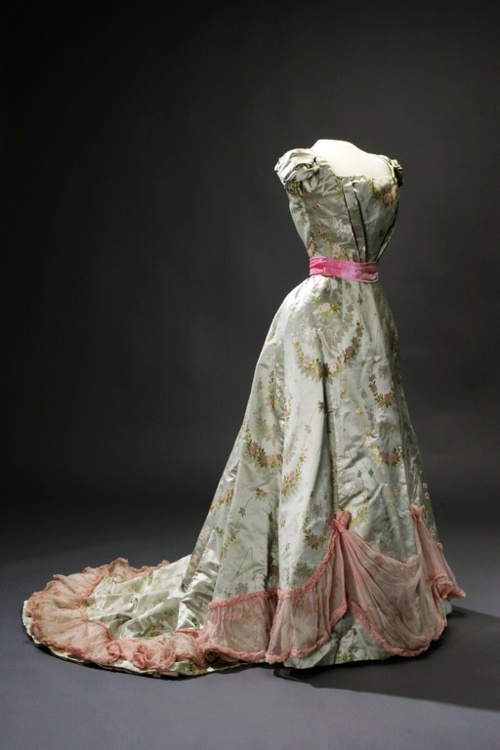 1890s-gowns-history-of-fashion