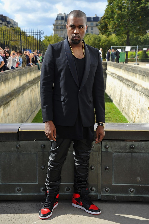 Kanye-West-wearing-black-shawl-collar-dinner-jacket-blazer-Air-Jordan-Retro-1-sneakers-at-Christian-Dior-Paris-Fashion-Week-Upscalehype-PFW-5-1