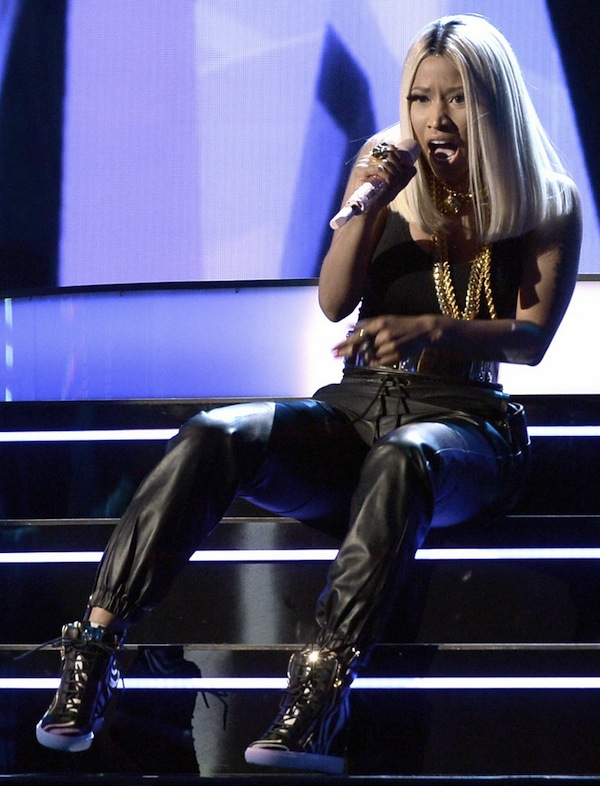 ciara-nicki-minaj-bet-awards-2013-performance-video-04