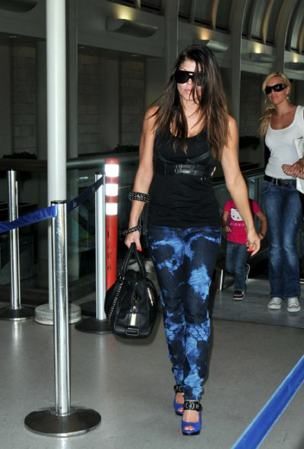 fergie-j-brand-out-of-control-skinny-jeans-JT4