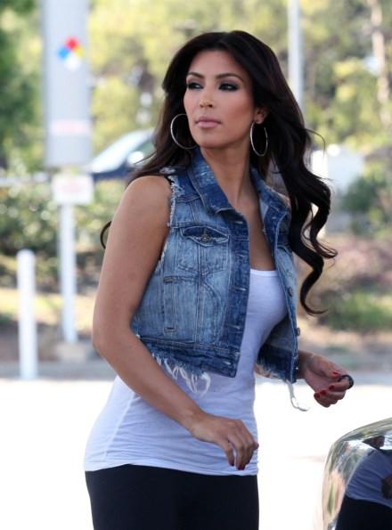 kim-kardashian--denim-frayed-jean-jacket-vest-