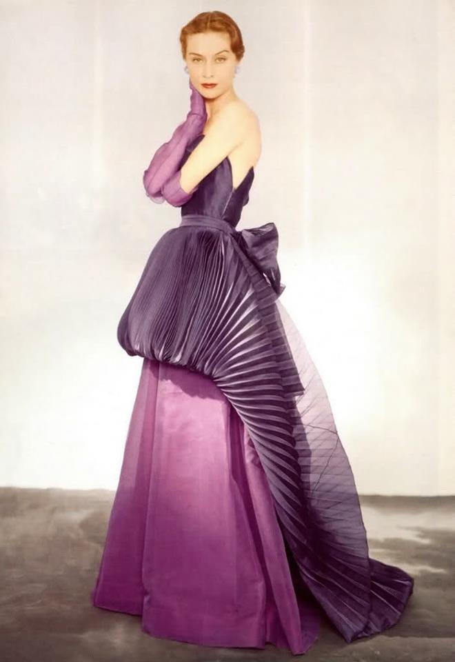 Elsa Schiaparelli Haute couture, Vogue 1950's photo by Horst P. Horst