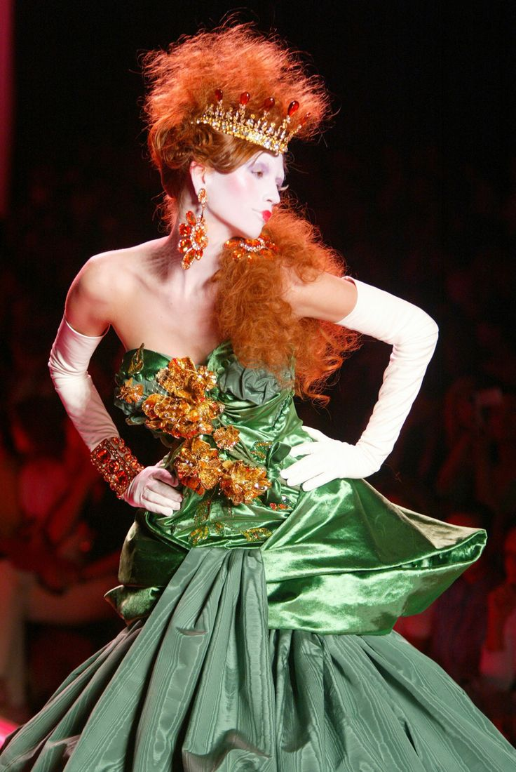 Christian Dior Fall 2004 Haute Couture