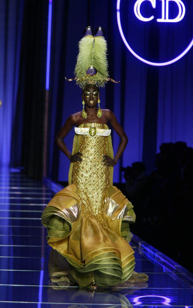Christian Dior Spring 2004 Haute Couture Picture : © ANGELI / MATRIX