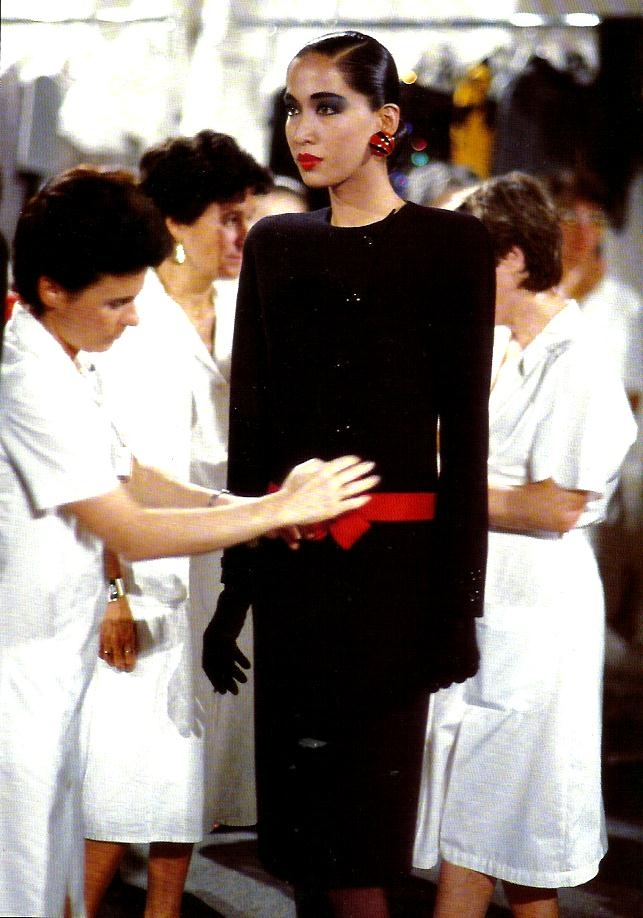 model Anna Bailey backstage. Rome 1985