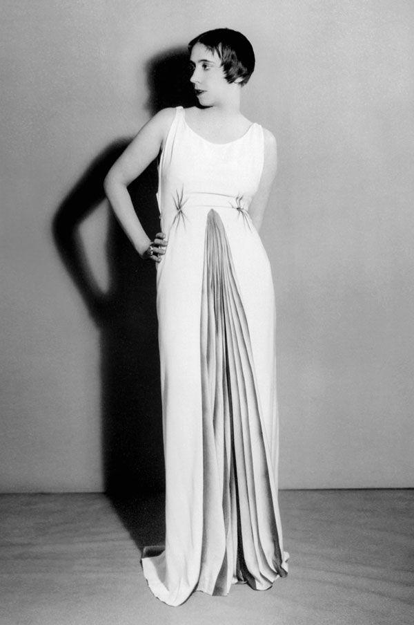 Elsa Schiaparelli, 1934. Ph. Man Ray