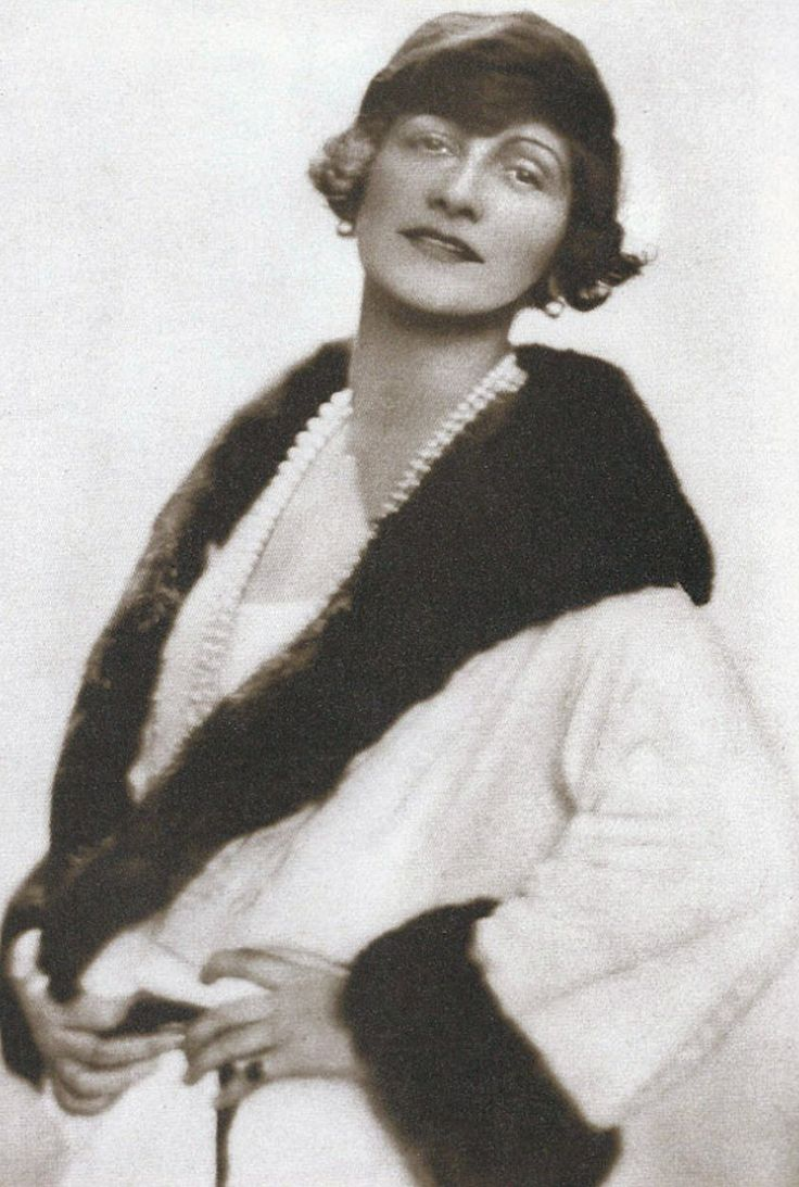 Gabrielle 'Coco' Chanel (40) - 1923 - Photo by Baron Adolf de Meyer