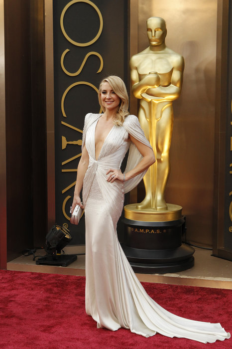 Kate Hudson arrives at the 86th Academy Awards.