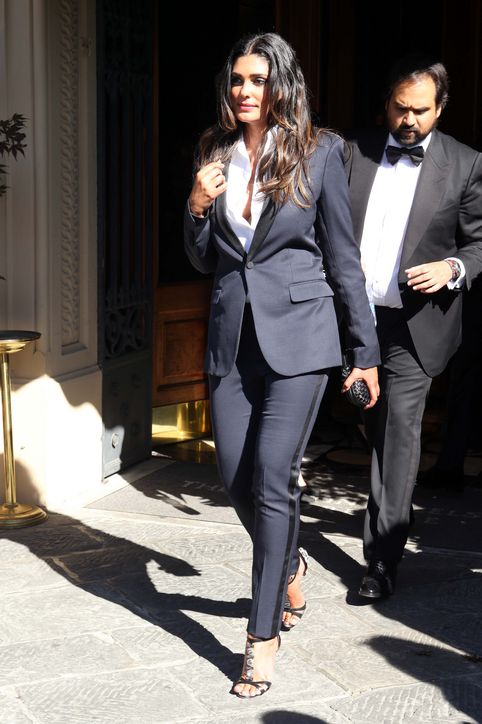 1-kim-kanye-wedding-pictures-guests-0524-h724