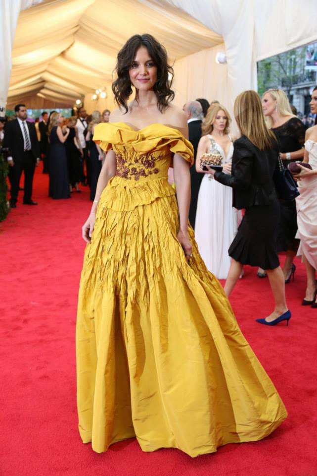 Katie Holmes arriving at The red carpet at the Costume Institute Gala... Met Gala in Marchesa.
