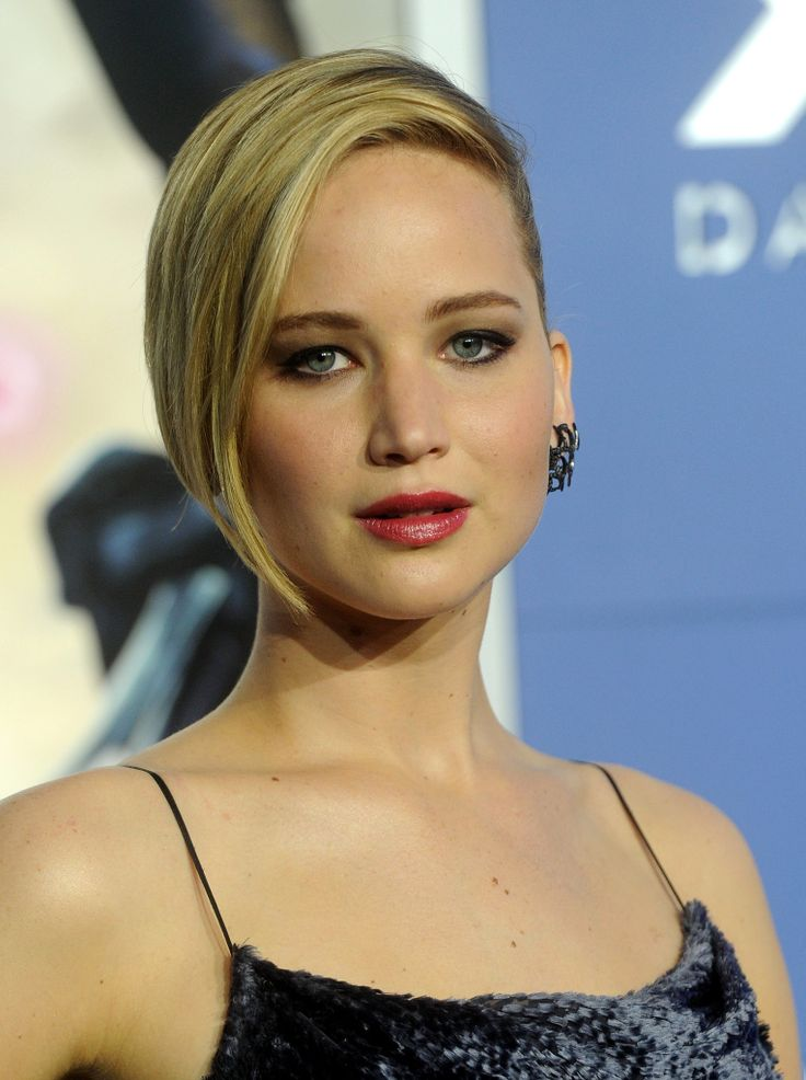 Jennifer Lawrence rocked her hair slleked to the side at the premiere of X Men: Days of Future Past,