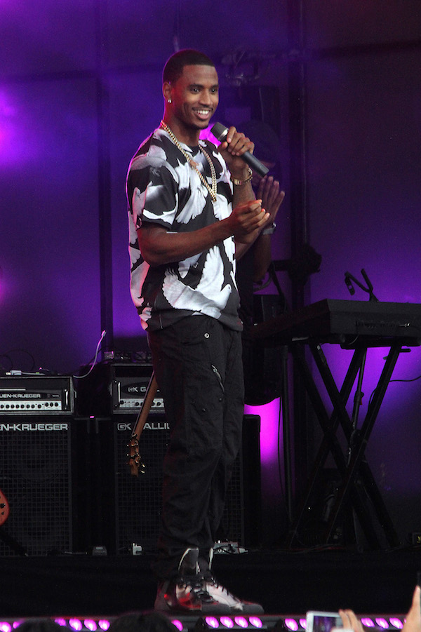 Trey Songz performs at ' Jimmy Kimmel Live rocking a $38 Dove Print Viscose Short Sleeve T-Shirt by XQUARE23 ,black jeans, and metallic sneakers.