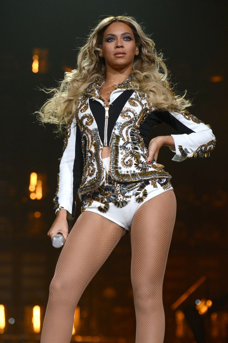 """Beyone rocking Dsquared2 during """"The Mrs. Carter Show World Tour"""" at the Barclays Center on December 22, 2013 in New York, New York."""