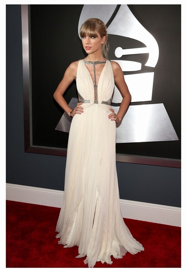 Taylor Swift arrives at the 55th Annual GRAMMY Awards on February 10, 2013
