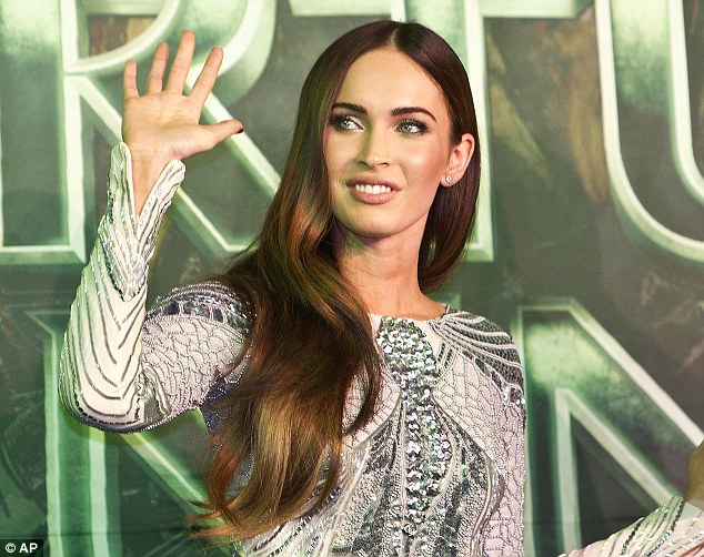 Megan-Fox-in-Zuhair-Murad-at-the-Teenage-Mutant-Ninja-Turtles-premiere-Mexico
