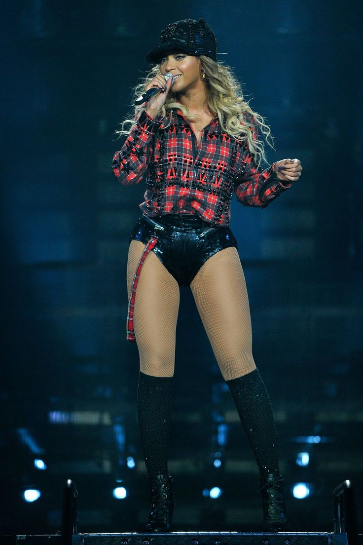 """LONDON, UNITED KINGDOM - MARCH 6: Entertainer Beyonce performs on stage during """"The Mrs. Carter Show World Tour"""" at the O2 Arena on March 6, 2014 in London,"""