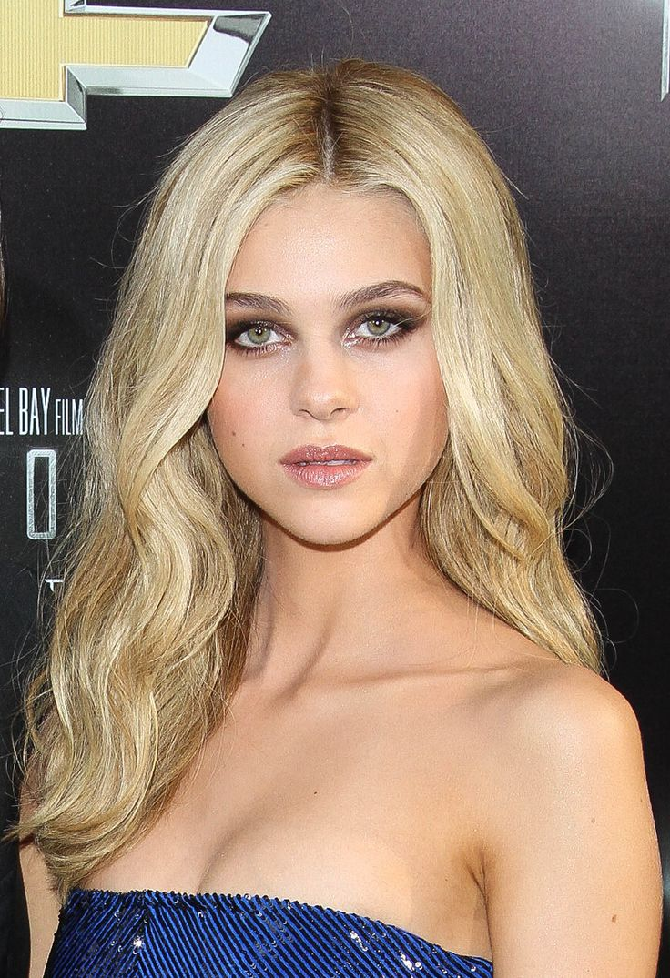 Nicola Peltz at the premiere of Transformers