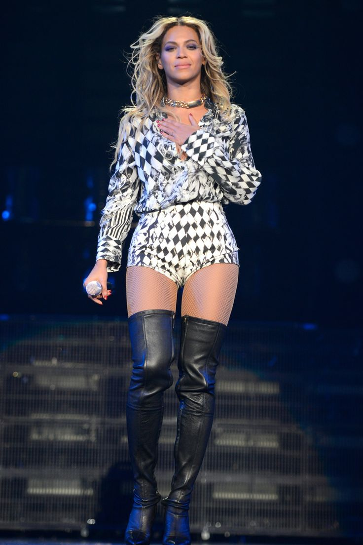"""Beyonce performs in Balmain during """"The Mrs. Carter Show World Tour"""" at the Barclays Center on December 22, 2013 in New York"""