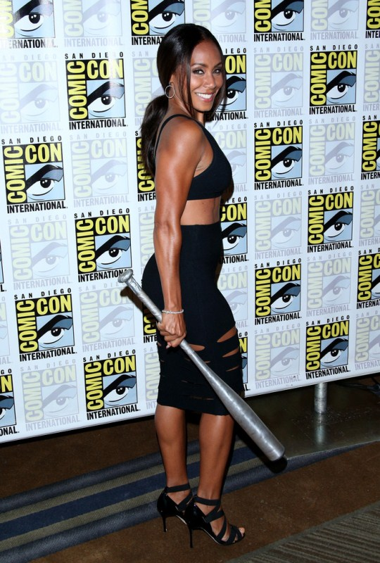 jada-pinkett-smith-gotham-press-line-comic-con-2014-cushnie-et-ochs-cutout-skirt-manolo-blahnik-sandals-1