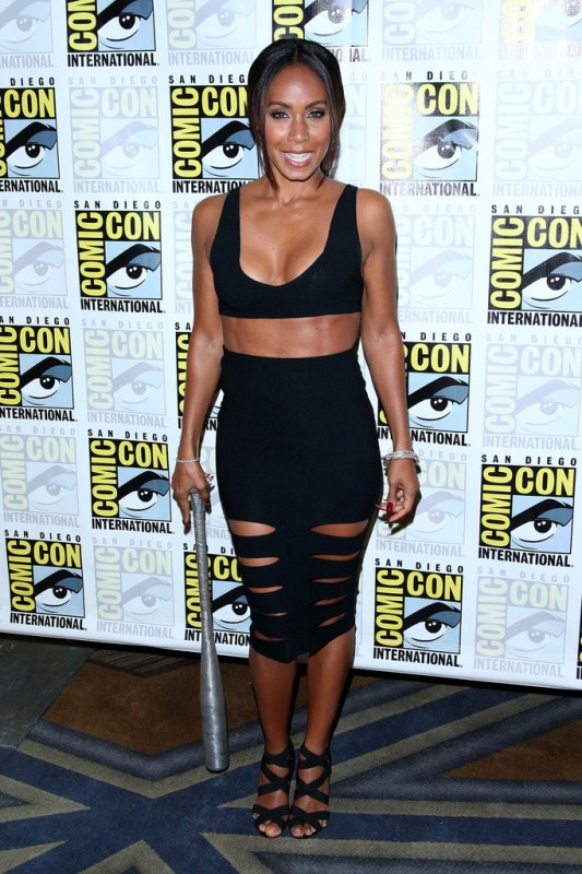 jada-pinkett-smith-gotham-press-line-comic-con-2014-cushnie-et-ochs-cutout-skirt-manolo-blahnik-sandals