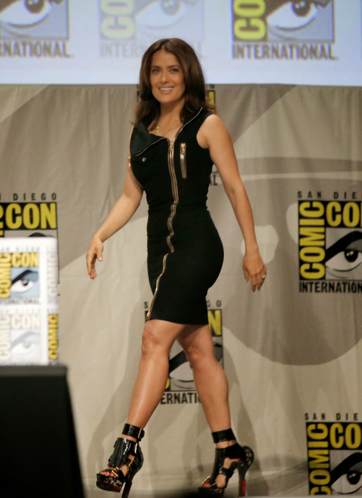 salma hayek everly comic con 2014 panel 01 SIZZLE SPOT :  Salma Hayek In Alexander McQueen – Comic Con 2014: 'Everly' Presentation