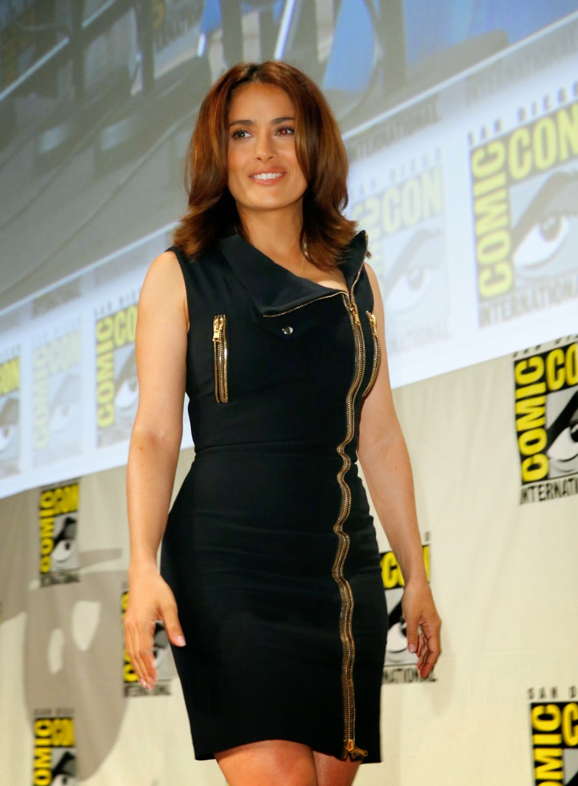 salma hayek everly comic con 2014 panel 02 SIZZLE SPOT :  Salma Hayek In Alexander McQueen – Comic Con 2014: 'Everly' Presentation