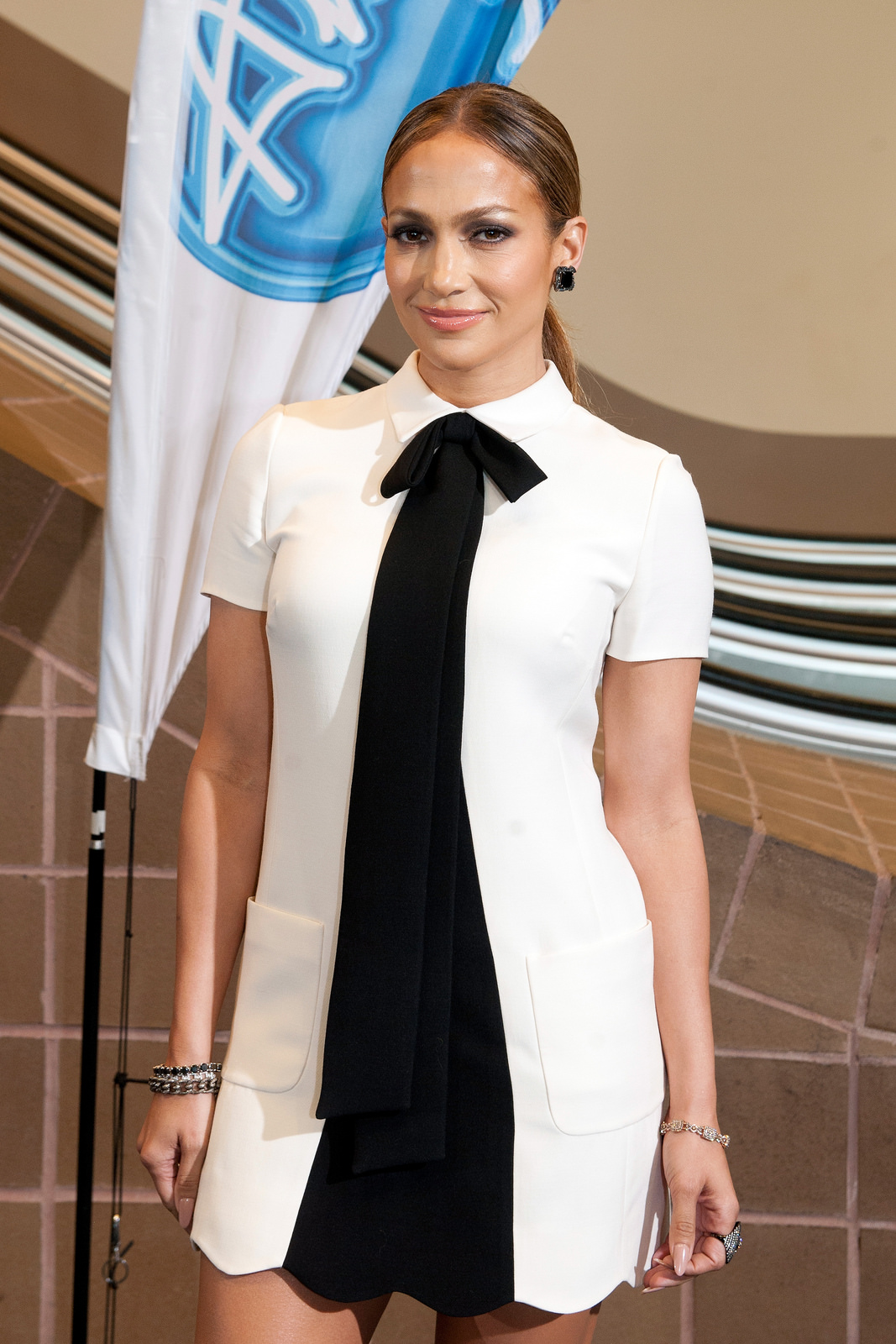 jennifer-lopez-in-valentino-american-idol-new-orleans-auditions/