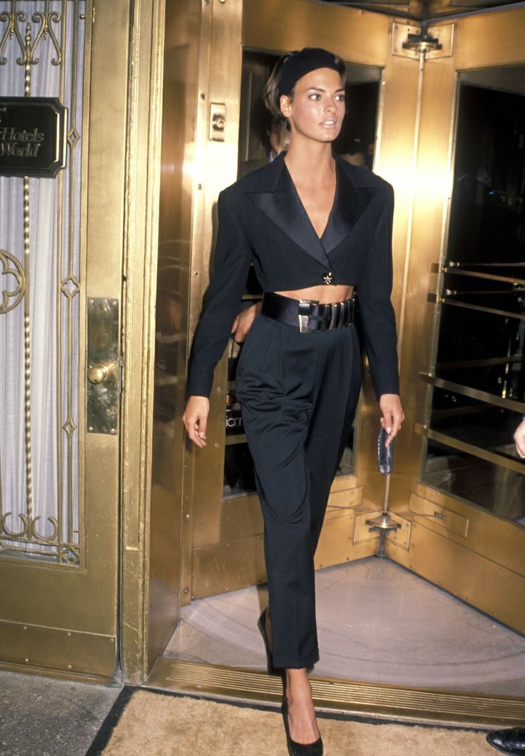 Linda Evangelista rocked a cropped version of the tuxedo jacket with matching pants, a statement belt and pulled-back hair - obsessed!