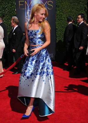 Cat-Deeley---Creative-Arts-Emmy-Awards-2014--04-300x420