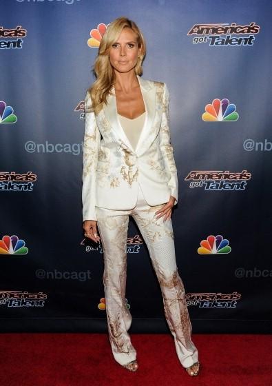 Heidi-Klum-Americas-Got-Talent-Post-Show-Red-Carpet-395×560