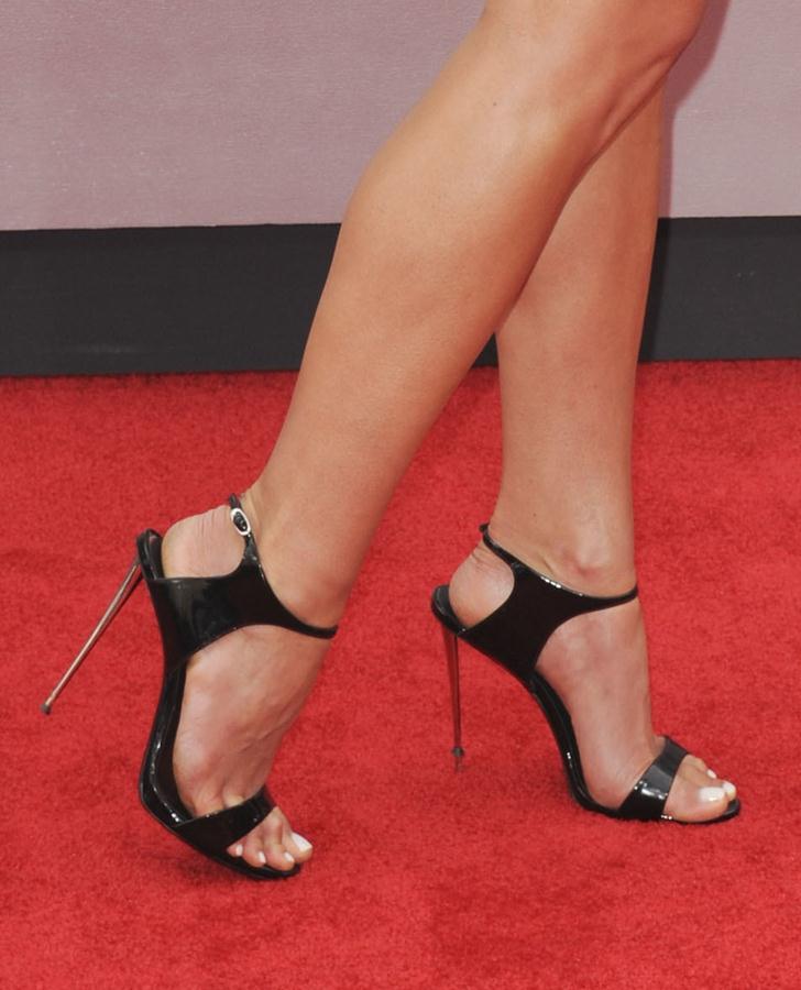 Jordana-Brewster-shoes-Los-Angeles-premiere-of-Teenage-Mutant-Ninja-Turtles