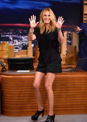 Julia-Roberts-on-Jimmy-Fallon-Show-07-300x420