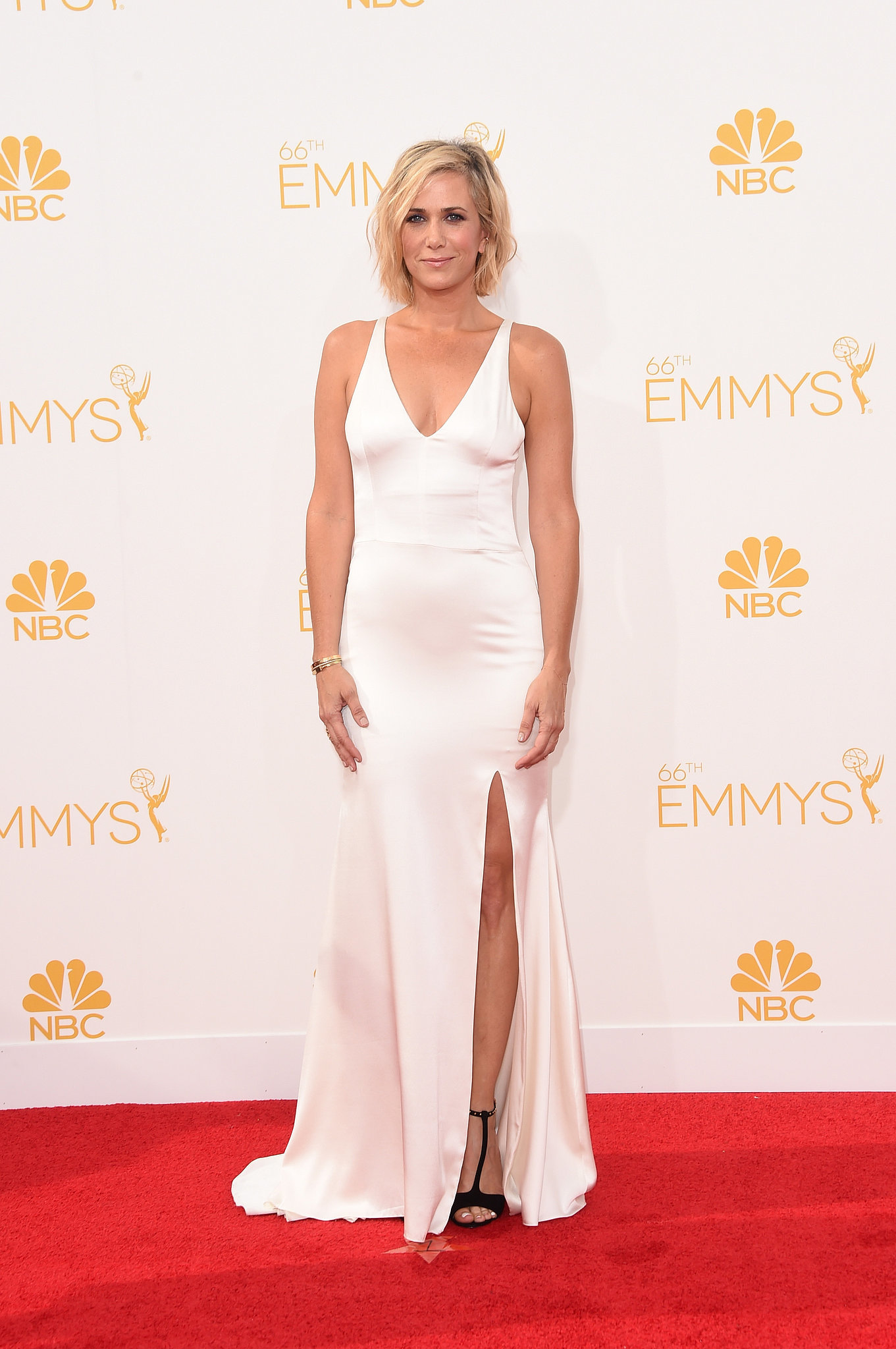 Kristen Wiig in Vera Wang at the 2014 Emmy Awards