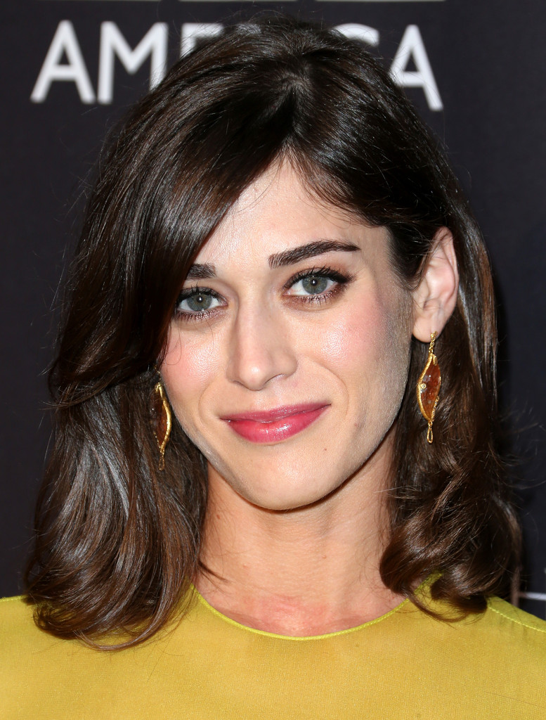 Lizzy Caplan In Cushnie Et Ochs At The 2014 Bafta Los