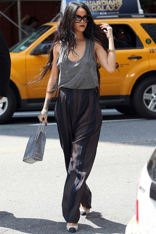 Rihanna-Out-and-About-in-NYC-2-1