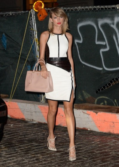 Taylor-Swift-in-Jonathan-Simkhai-Out-About-New-York-400×560