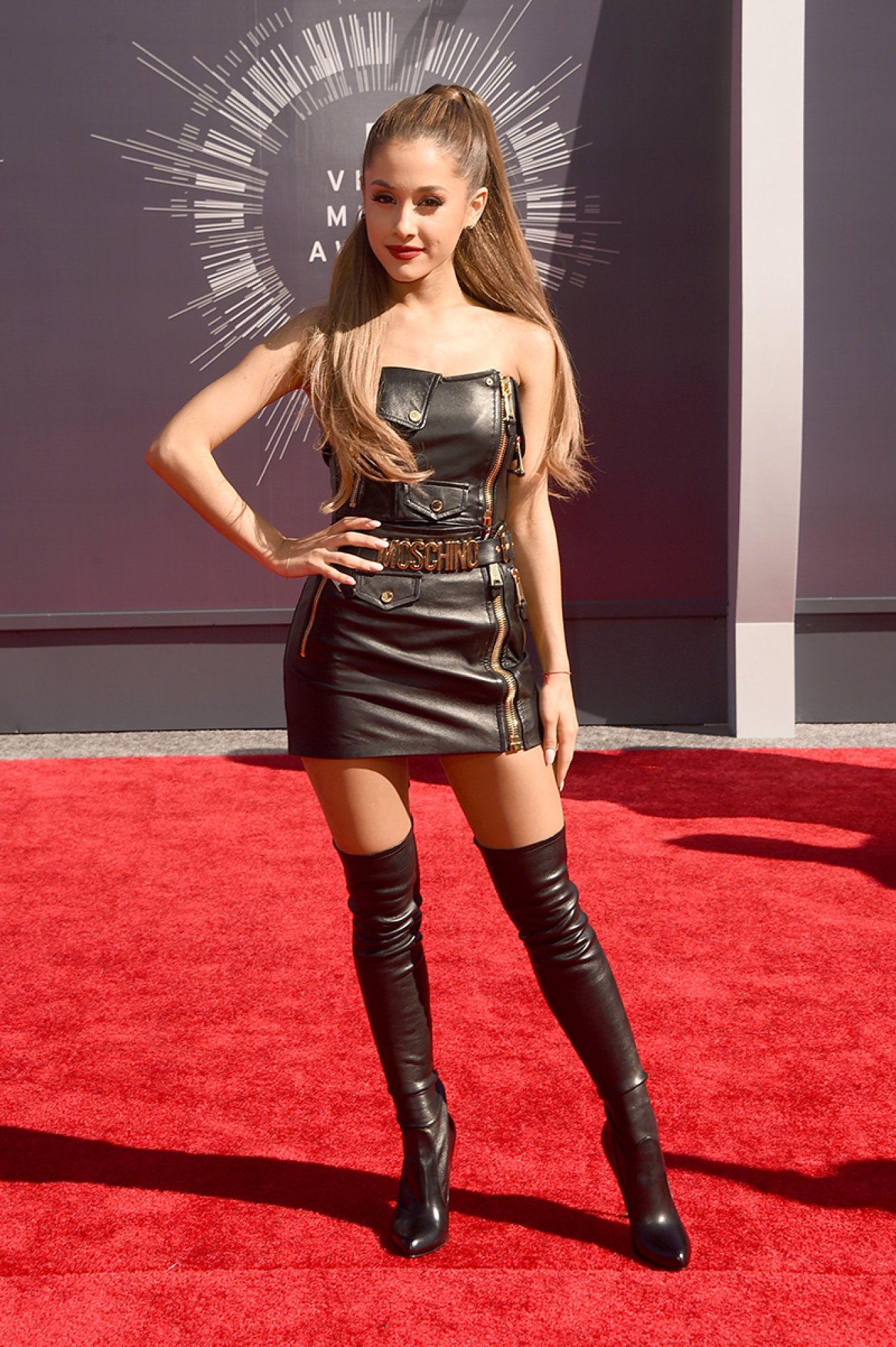 Ariana Grande In Moschino At The 2014 Mtv Video Music Awards Fashion Sizzle