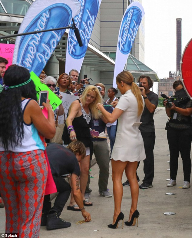 Jennifer Lopez with fans