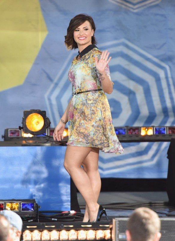 demi-lovato-good-morning-america-ted-baker-london-pretty-trees-printed-belted-dress
