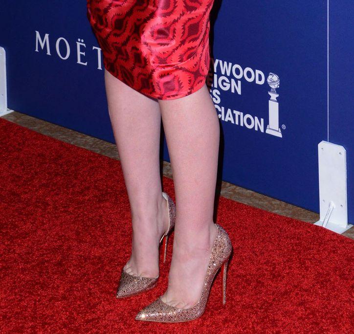 elle-fanning-vivienne-westwood-dress-hollywood-foreign-press-association-heels-w724