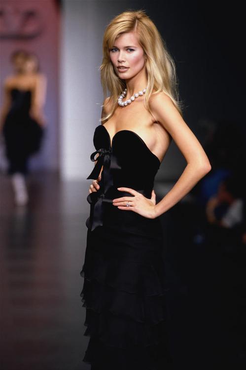 Valentino F/W 1995Model : Claudia Schiffer
