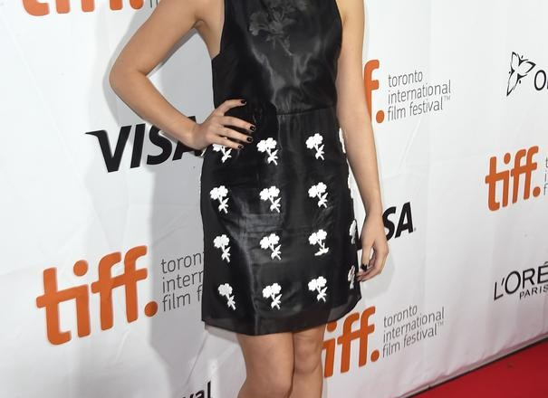 hailee steinfeld in calvin klein at the the riot club. Black Bedroom Furniture Sets. Home Design Ideas