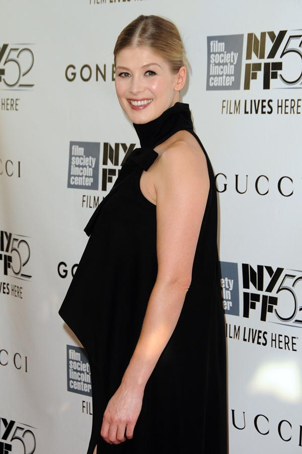 Rosamund-Pike-gown-Gone-Girl-premiere-during-the-52nd-New-York-Film-Festival-Opening-Night-Gala-2