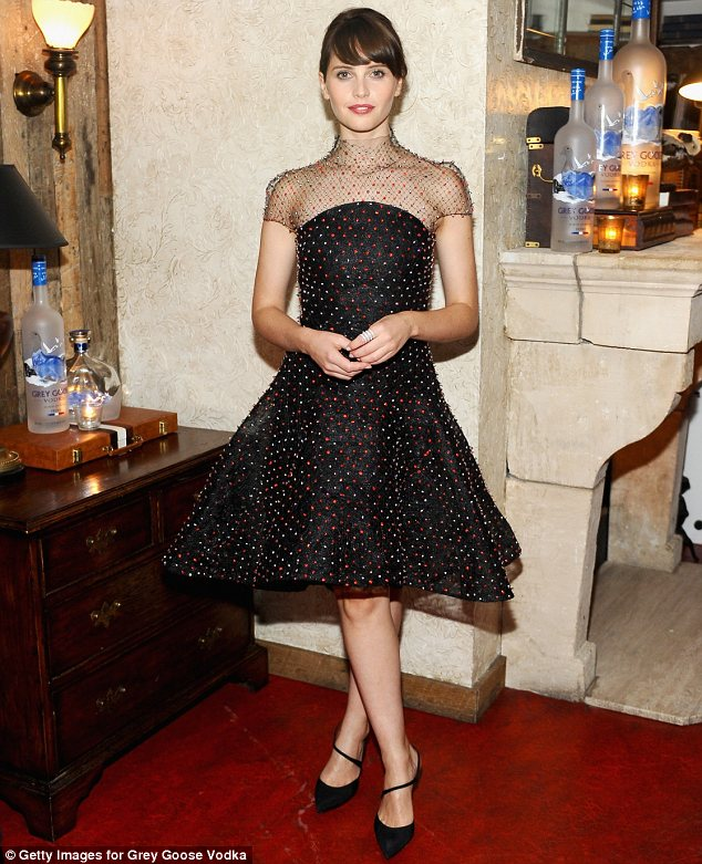 strapless dress with a full circle skirt and a delicately jewelled overlay. Read more: http://www.dailymail.co.uk/tvshowbiz/article-2746605/Felicity-Jones-looks-lovely-skirted-dress-decorated-jewels-The-Theory-Of-Everything-TIFF-dinner.