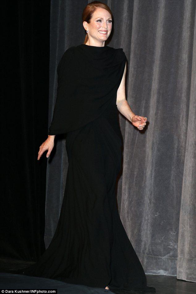 /julianne-moore-giambattista-valli-couture-maps-stars-toronto-film-festival-premiere/